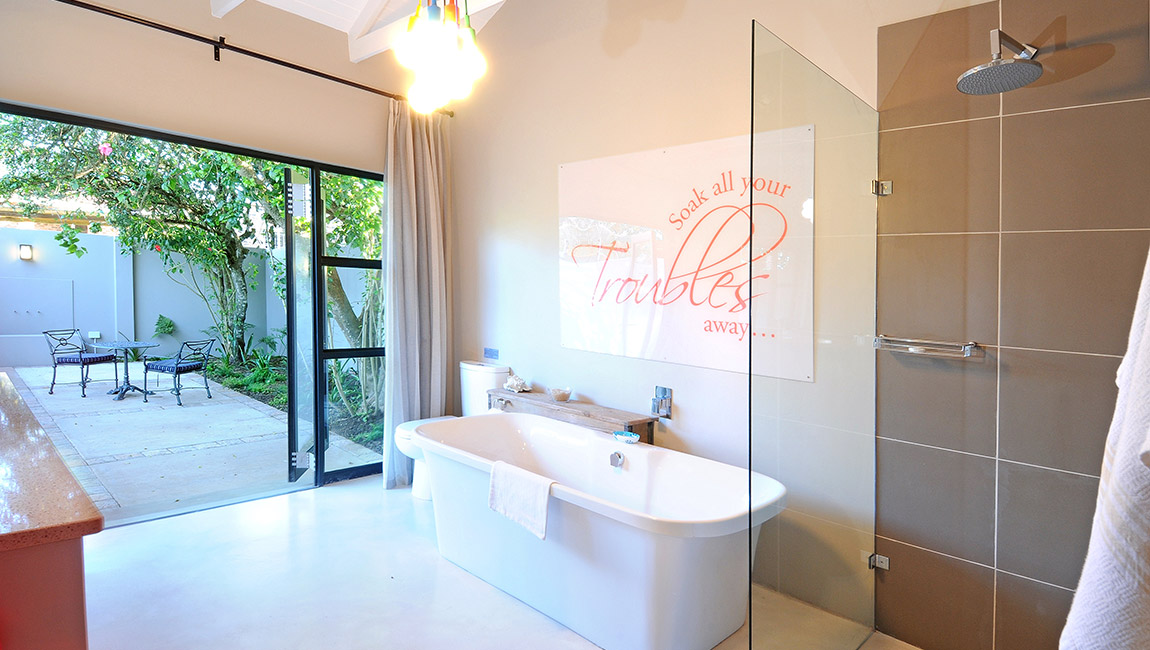 Master bathroom, luxuriously equipped